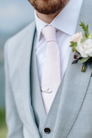 grooms tie and details