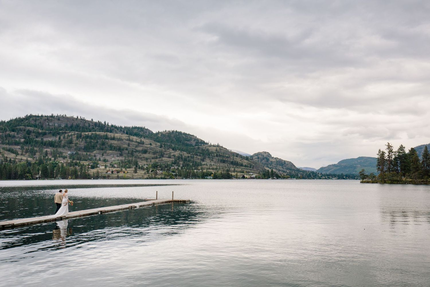 okanagan lake wedding