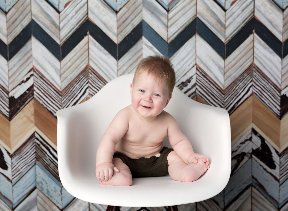 austin newborn photography sitter session six month milestone sessions chevron wood backdrop with modern white chair