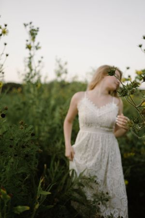 senior-girl-posing-in-wild-flower-field-winterset-iowa-raelyn-ramey-photography