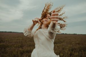 girl-falling-into-field-of-flowers-winterset-iowa-raelyn-ramey-photography