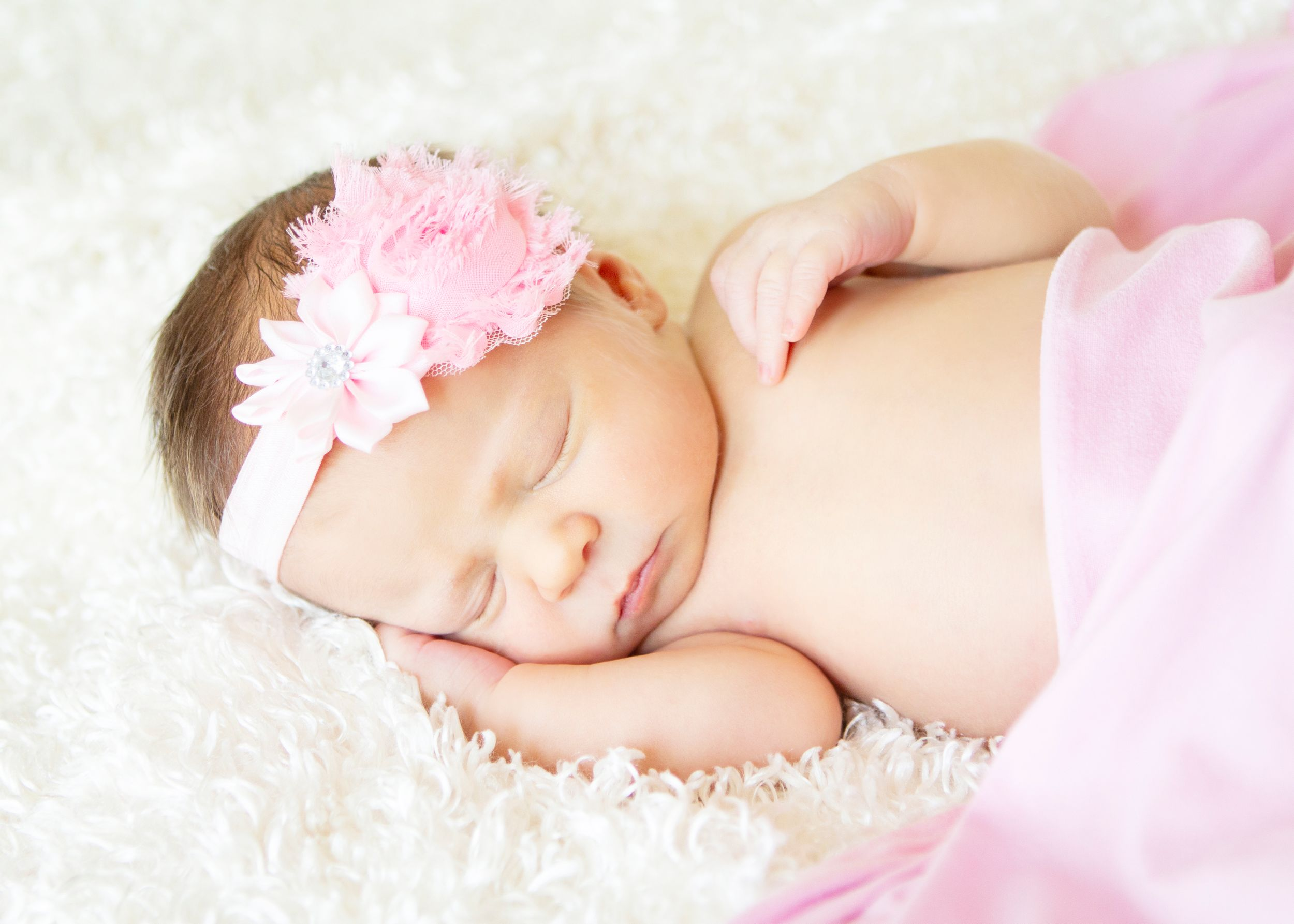 "<img src=""olivia_10"" alt=""youngstown lifestyle newborn pictures"">"