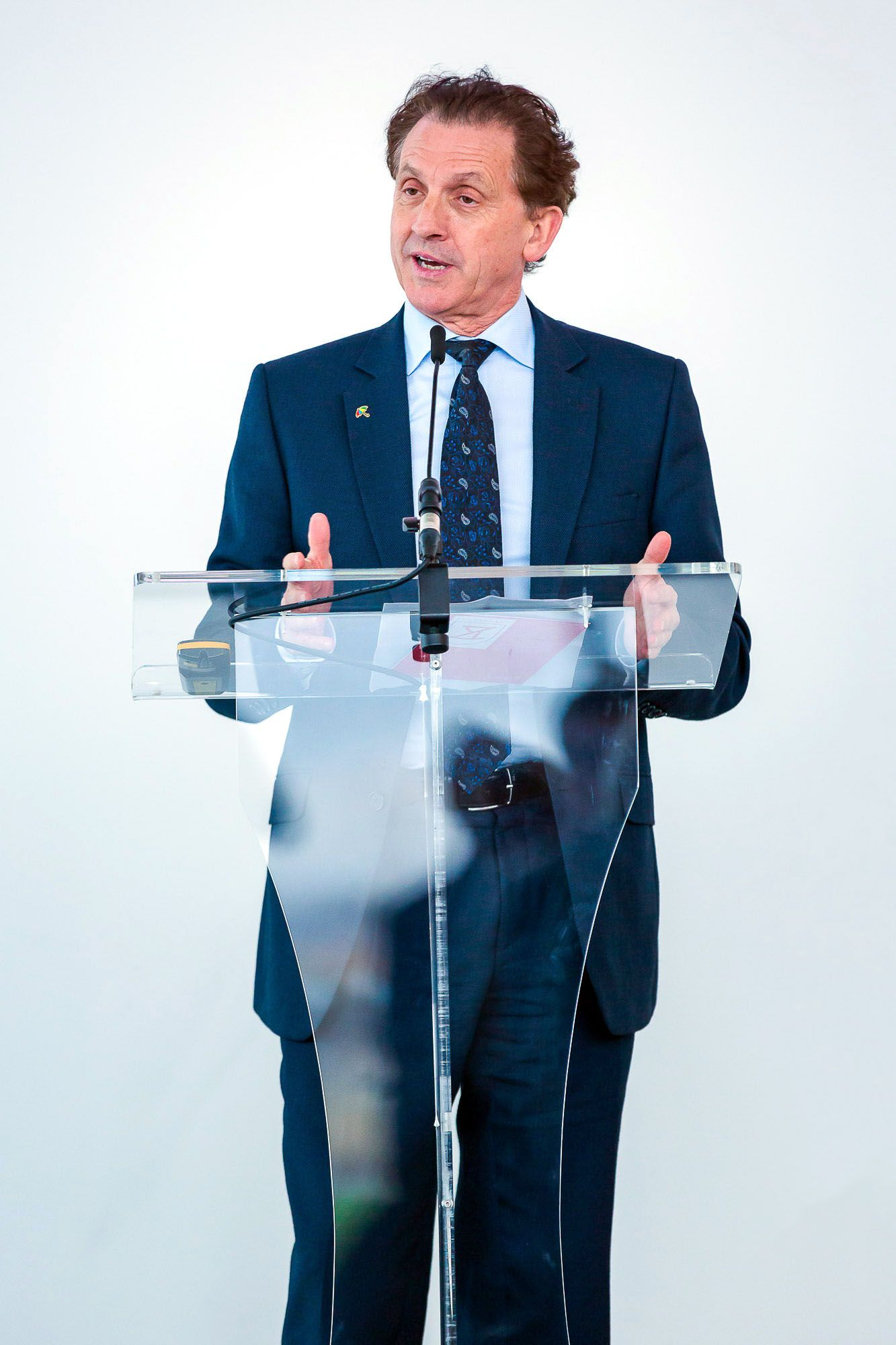 corporate-event-launch-photography-speaker-photo