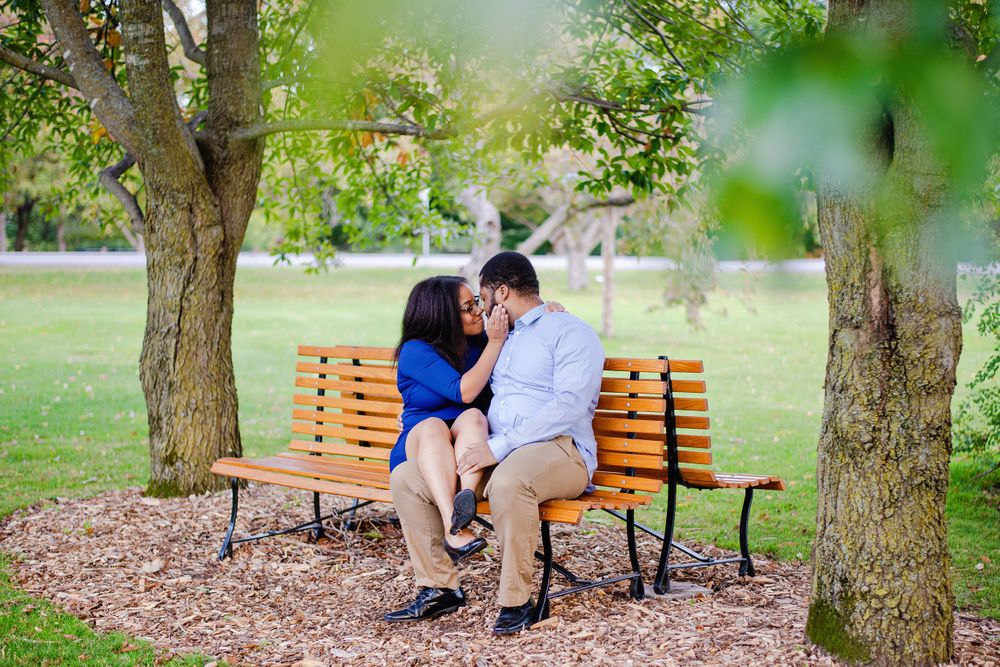 Ottawa Couples Photography - Couple kissing on bench