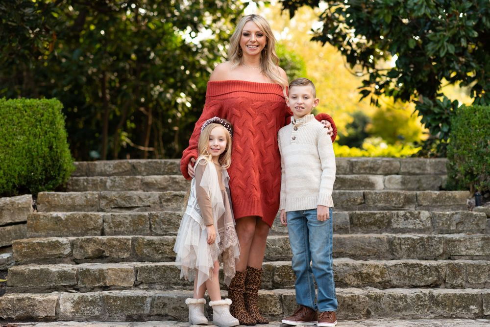 Family photo session at the Dallas Arboretum by Alicia Wilson Photography