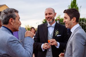 natural wedding photography at Italian wedding reception by Italy destination wedding photographer Elizabeth Armitage