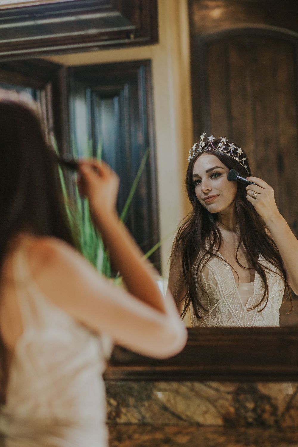 rebecca skidgel photography mesa arizona wedding bride getting ready in mirror putting on makeup