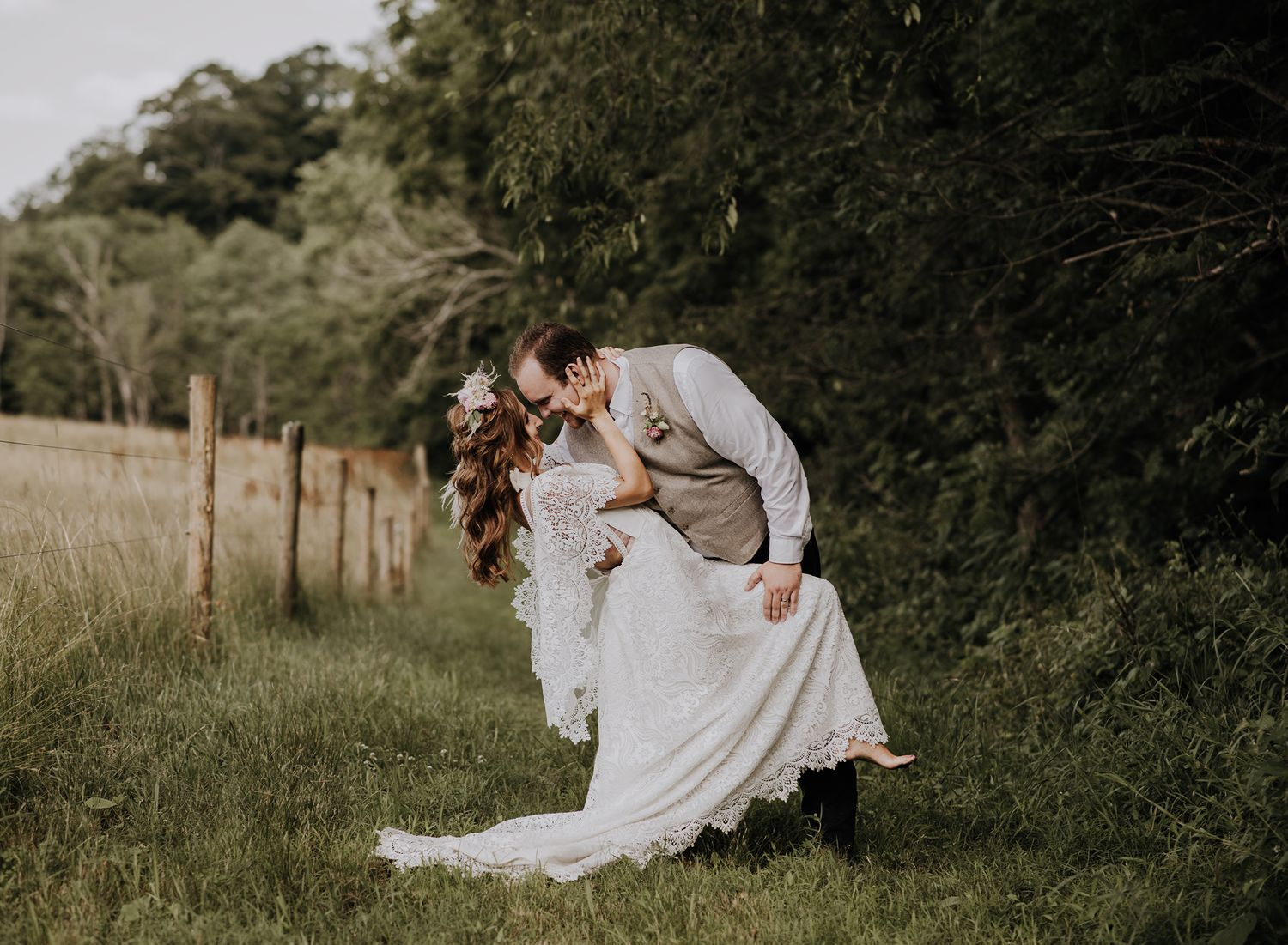 Medina, Ohio wedding photographer. Tucker Creek Farm