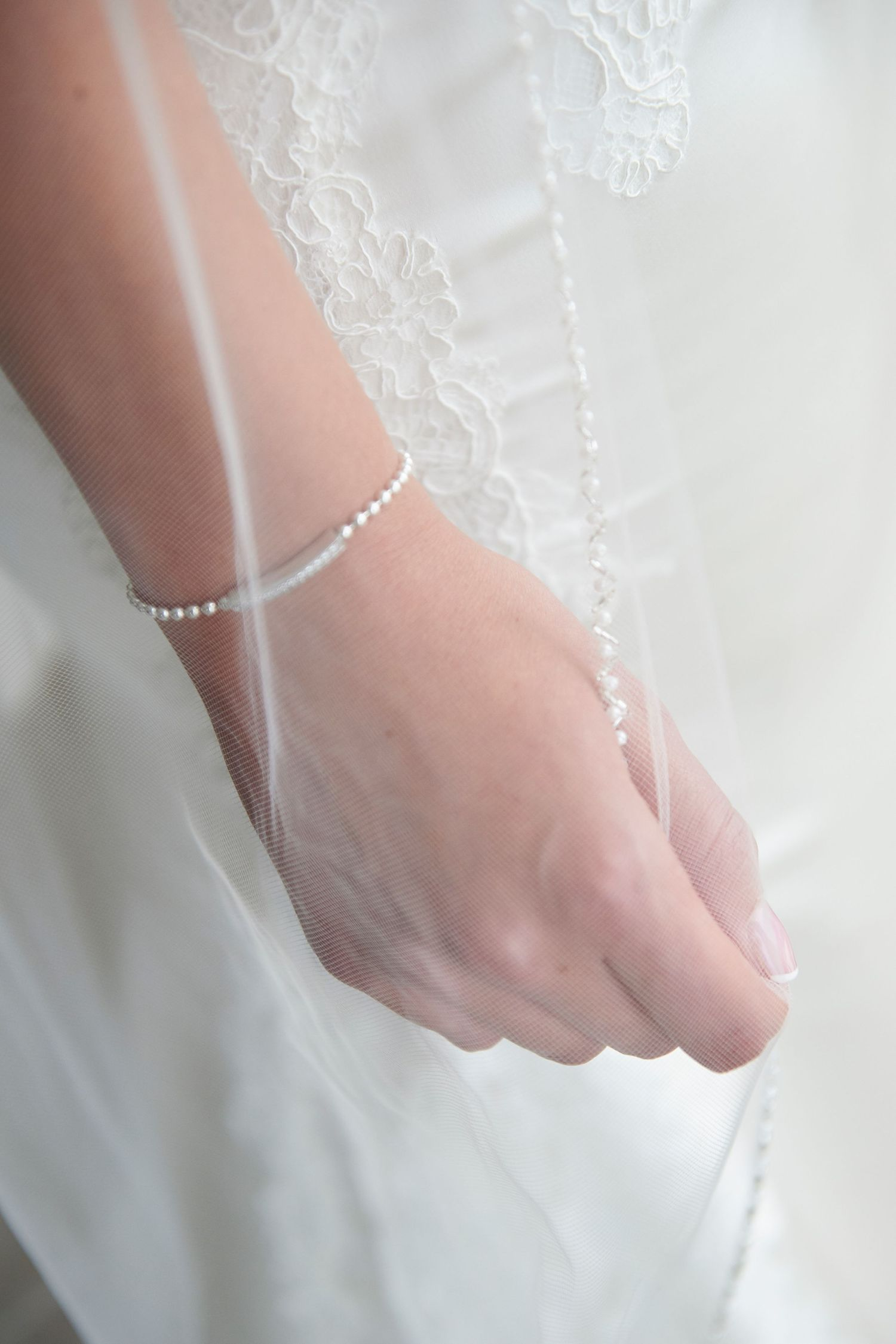 bride's hand holding her vail
