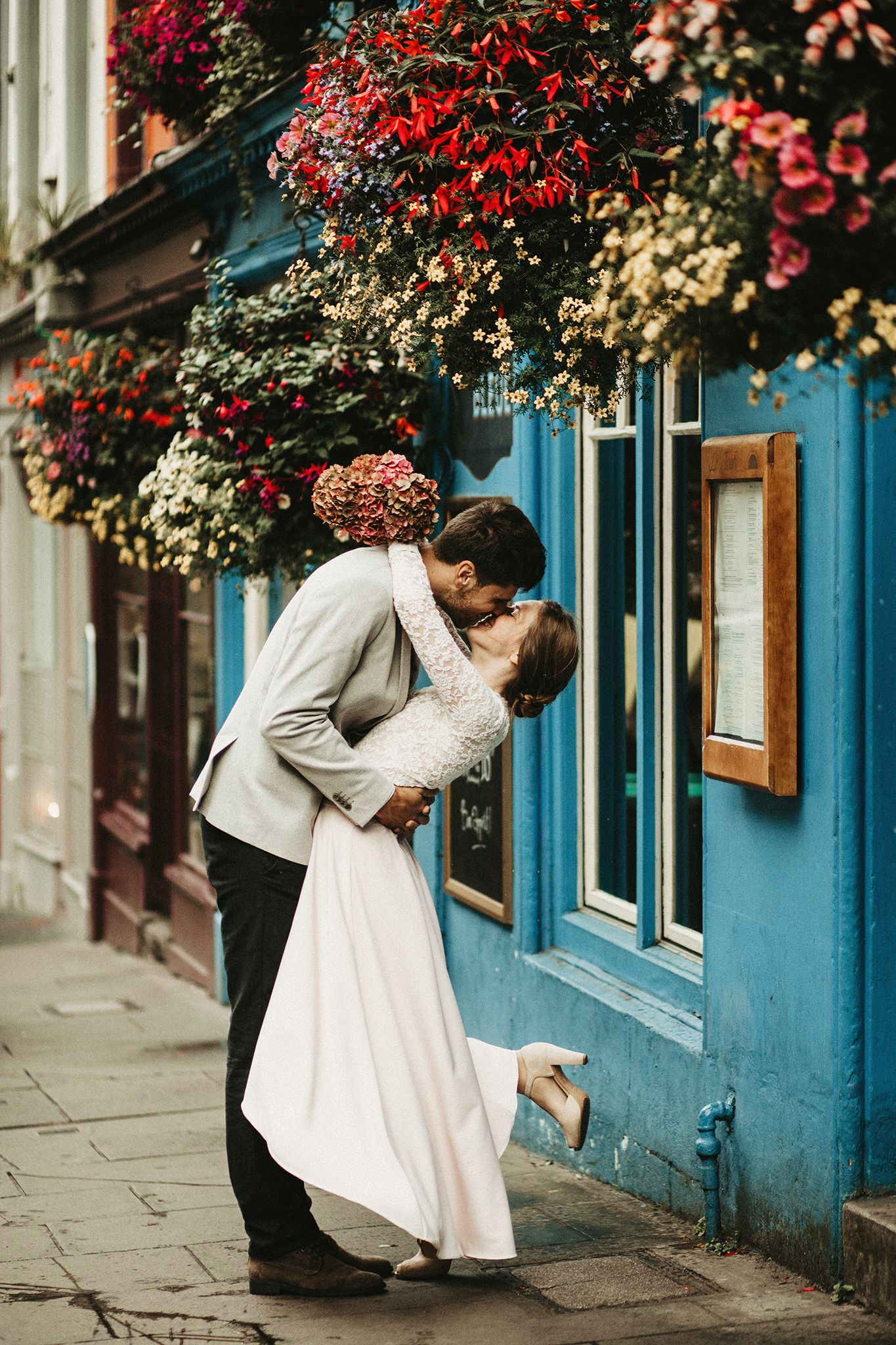 Colorful Edinburgh elopement