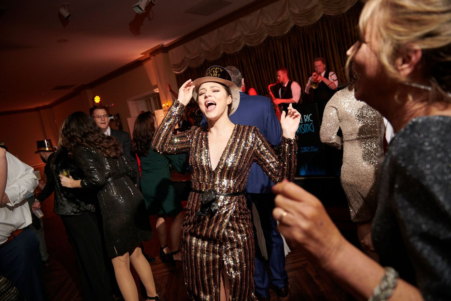 bride's sister partying during reception at Belle Voir Manor