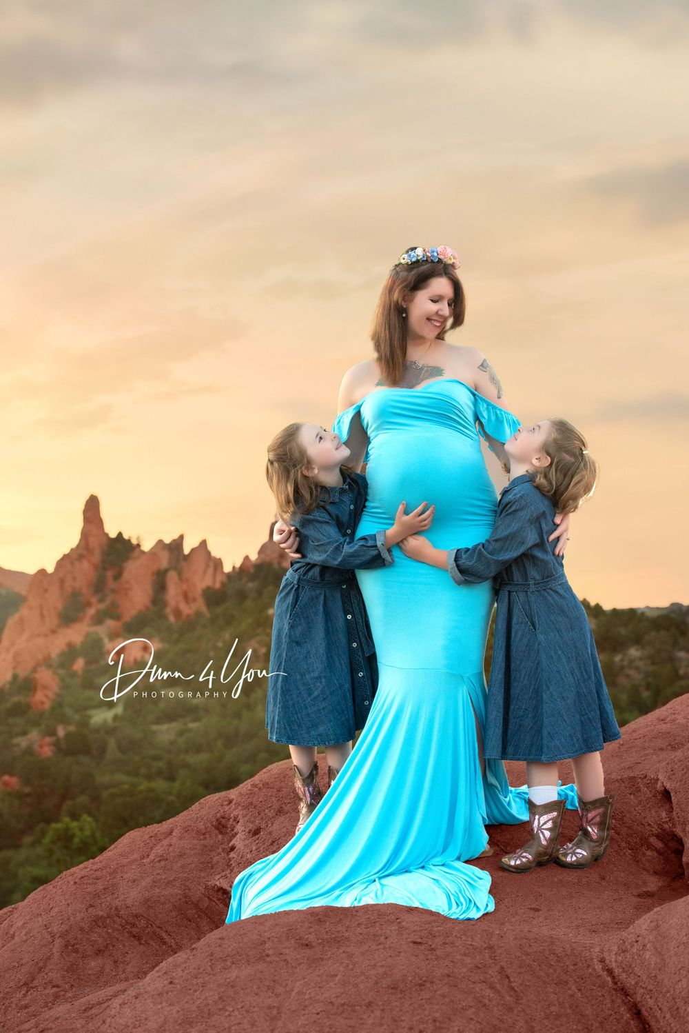 Maternity session.Mama posing with her 2 girls at Garden Of The Gods