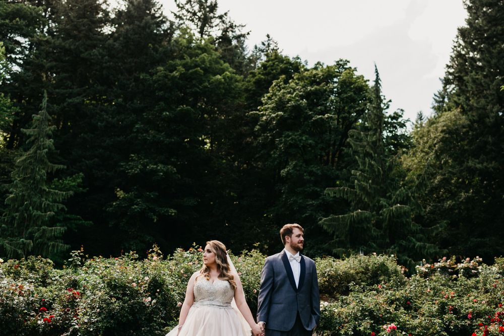 First look photos, Oregon wedding ideas, Portland wedding, rose garden wedding, Oregon wedding photographer,