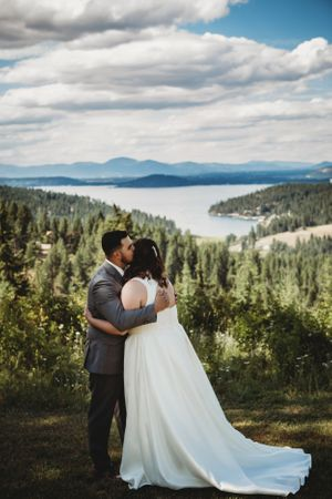 Coeur d'Alene ID wedding Coeur d'Alene lake view bride and groom Soulful Hues Photography
