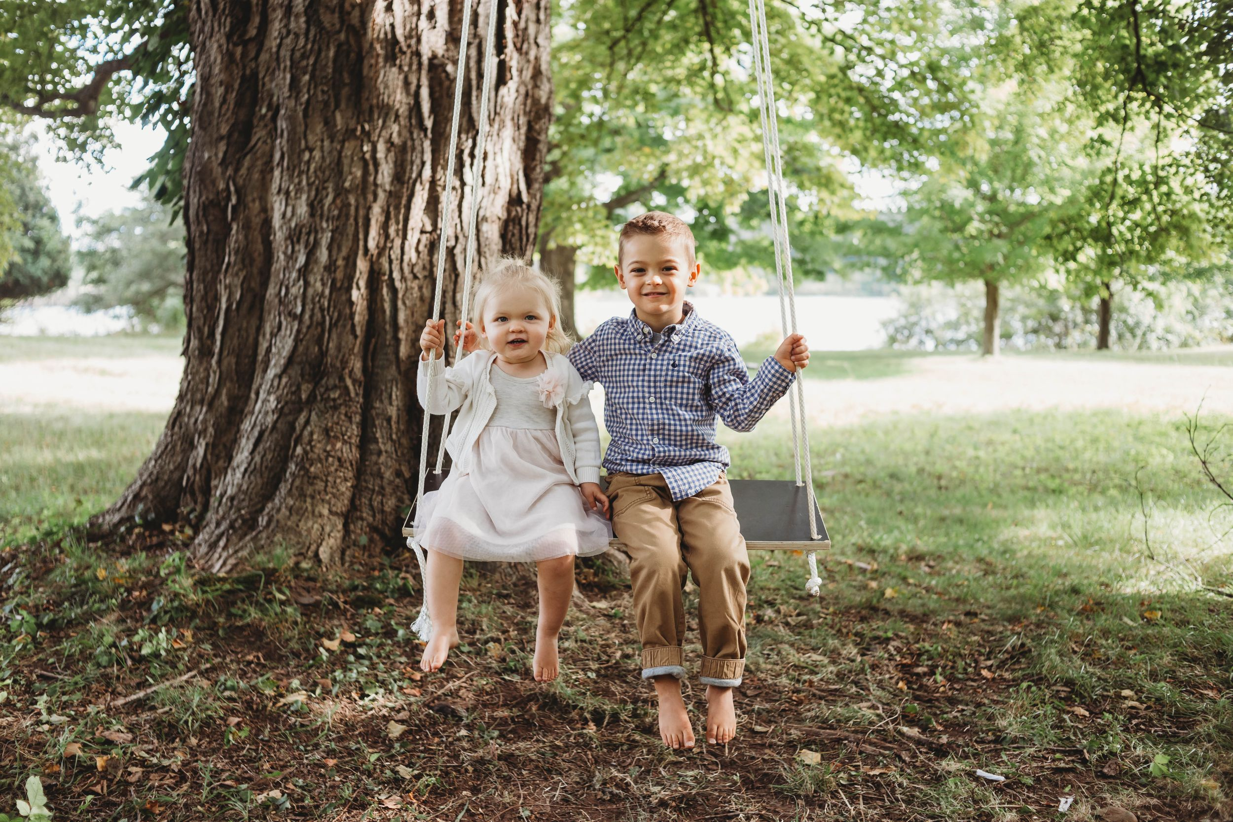 kids on a swing by worcester ma family photographer