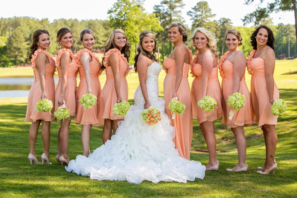 Angela and her bridesmaids pose before a wedding ceremony at Cobblestone Golf Club in Blythewood, SC