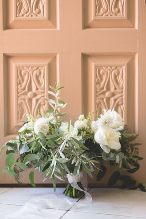 valerie miles photography white and green bridal bouquet in front of ornate door ottawa wedding photographer