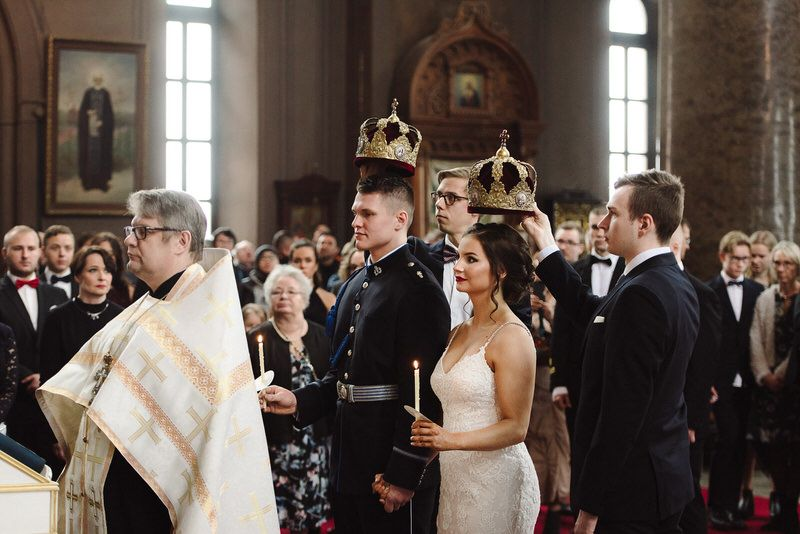 ortodoksi seremonia vihkiminen kruunu orthodox church uspenski uspenskin katedraali wedding. couple hääpari