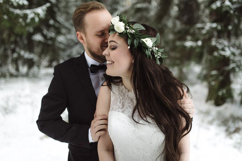 portrait potretti hääpari wedding couple photography talvi winter bride seinäjoki wintery snow