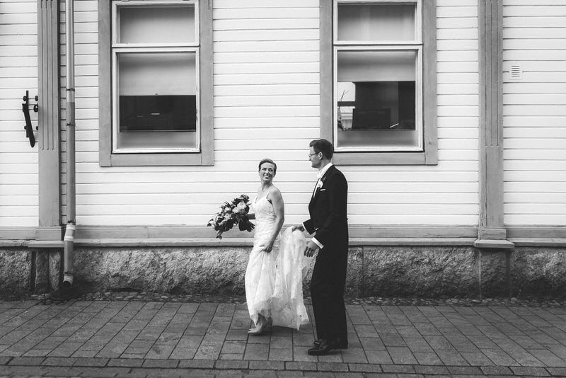 portrait potretti hääpari wedding couple photography walking kävely rauma