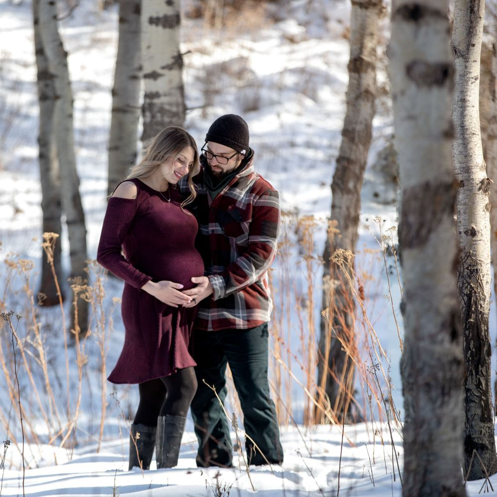 winter snow maternity photography