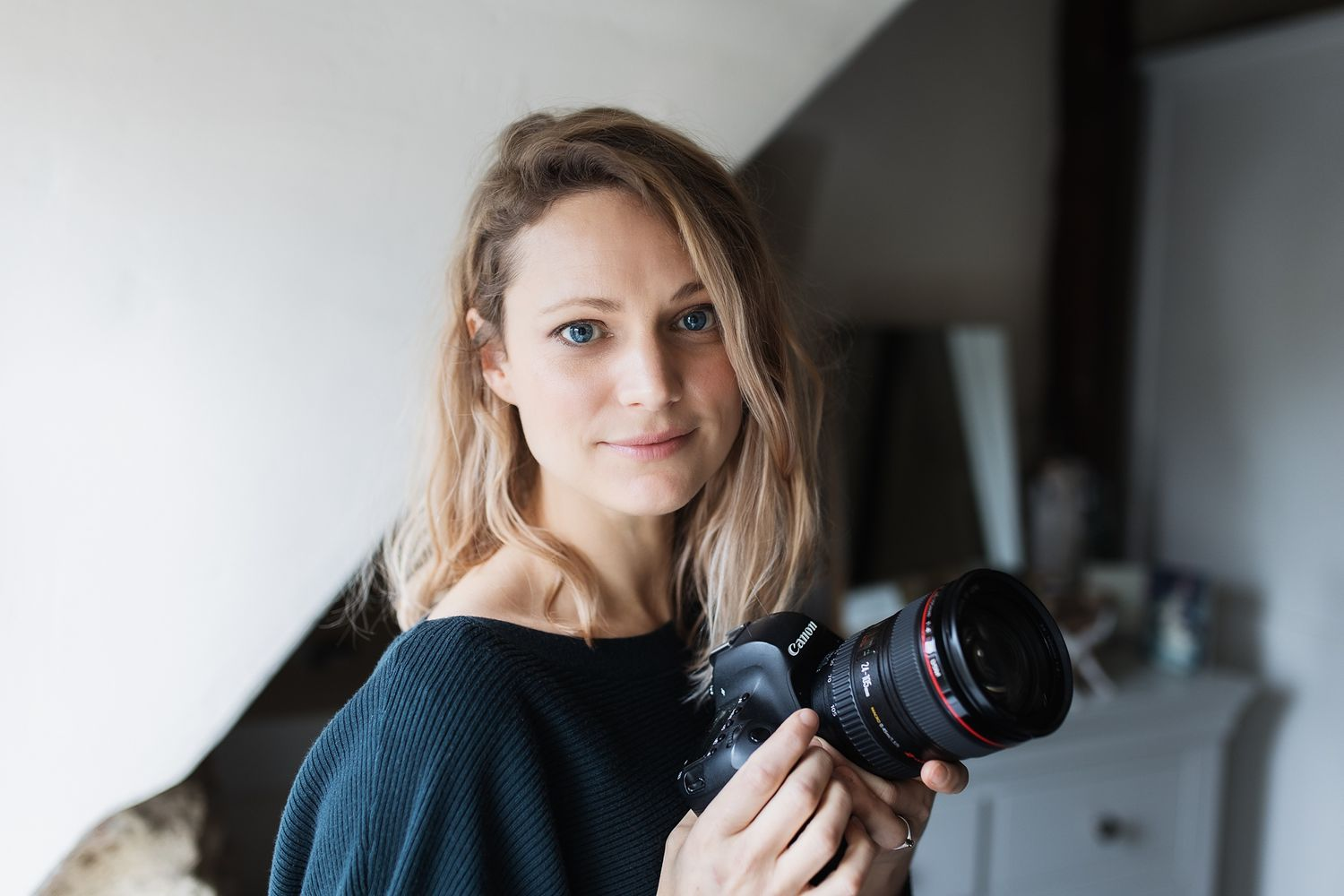 Portrait of Hannah Veale, family lifestyle and branding photographer in Oxford, Oxfordshire, UK.