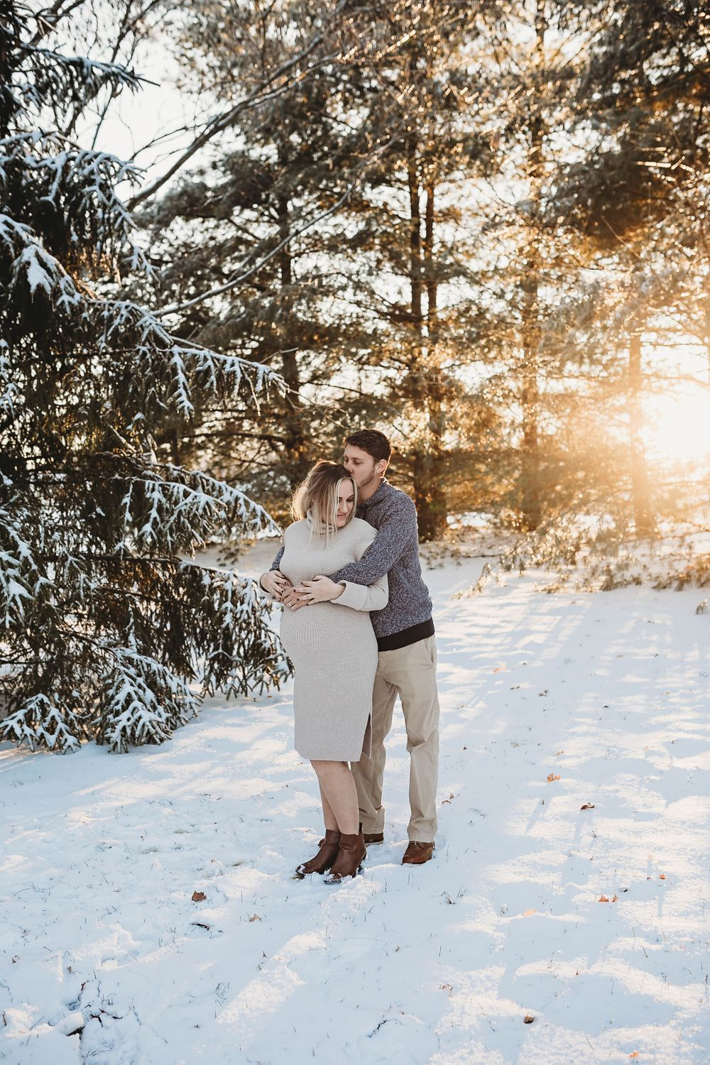 outdoor maternity session, snow