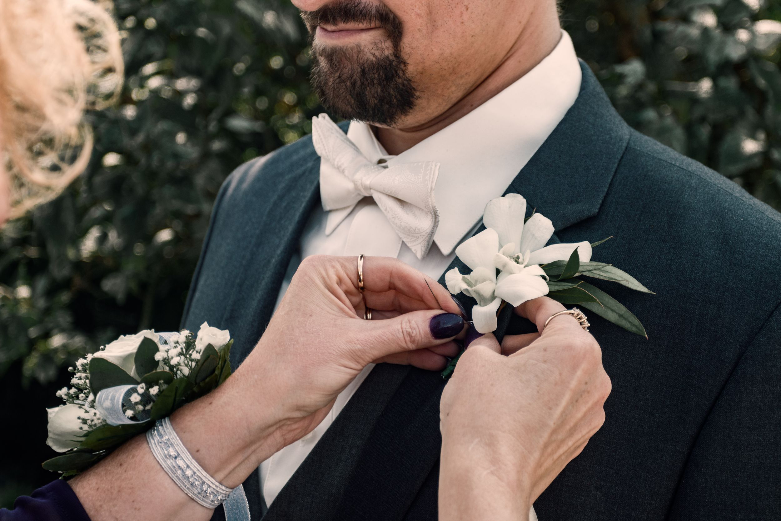 Wedding day formals with bridge and groom at the Botanical Gardens in Erie County