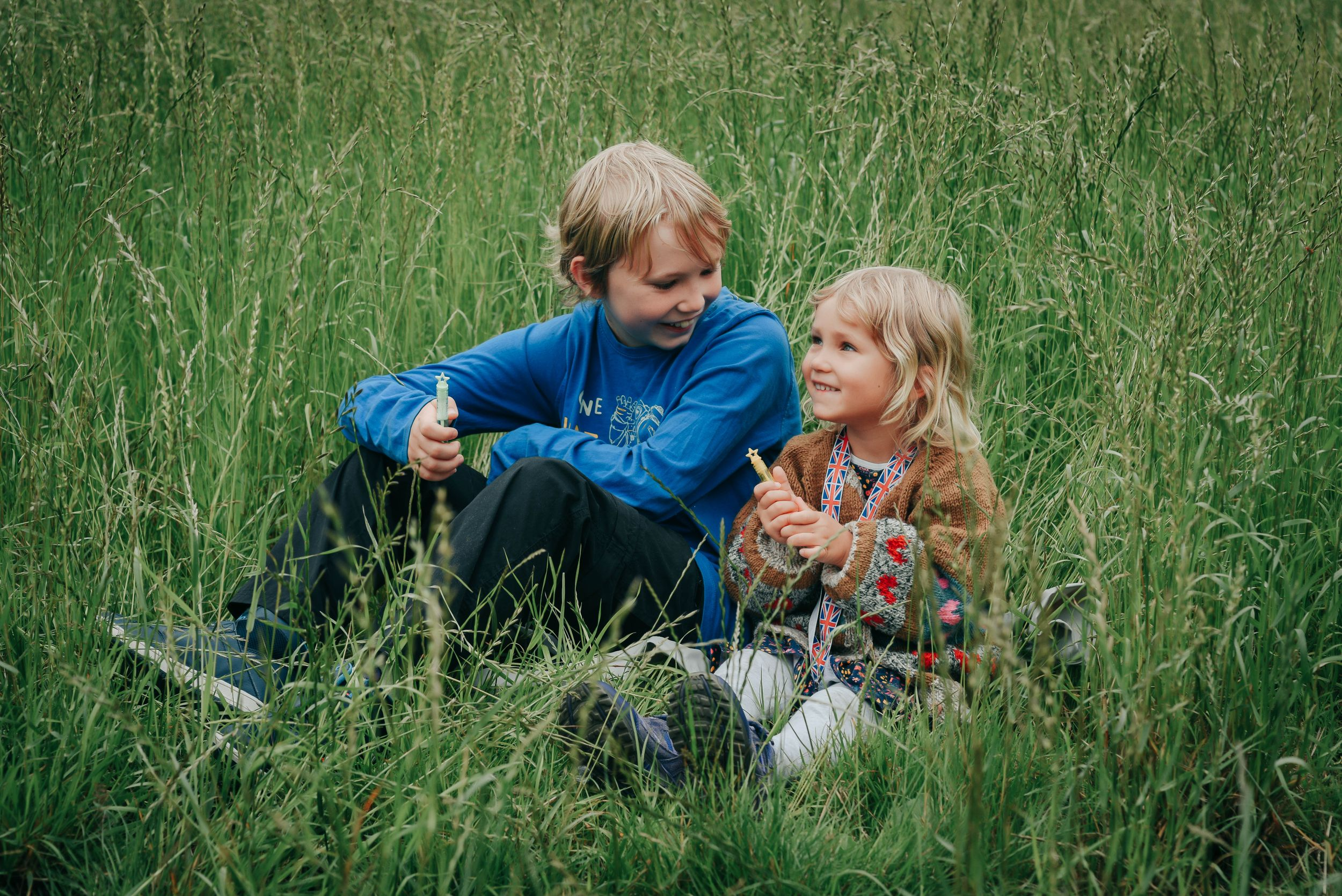 Zara Davis Photography Stroud Gloucestershire Cotswolds Pets Family kids in long grass
