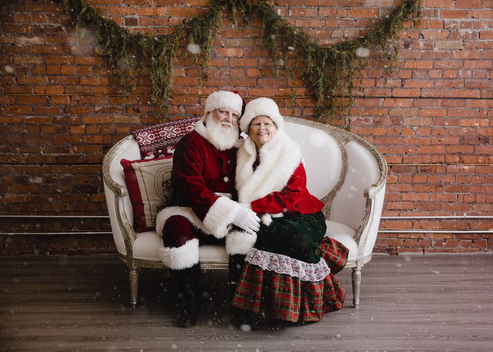 Calgary Mr and Mrs Santa Claus Tkshotz