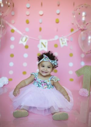 cake smash 1st birthday portraits