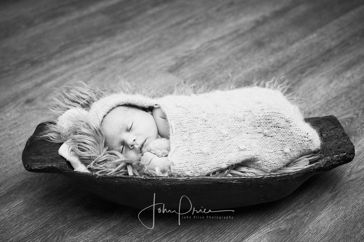 Newborn black and white photo