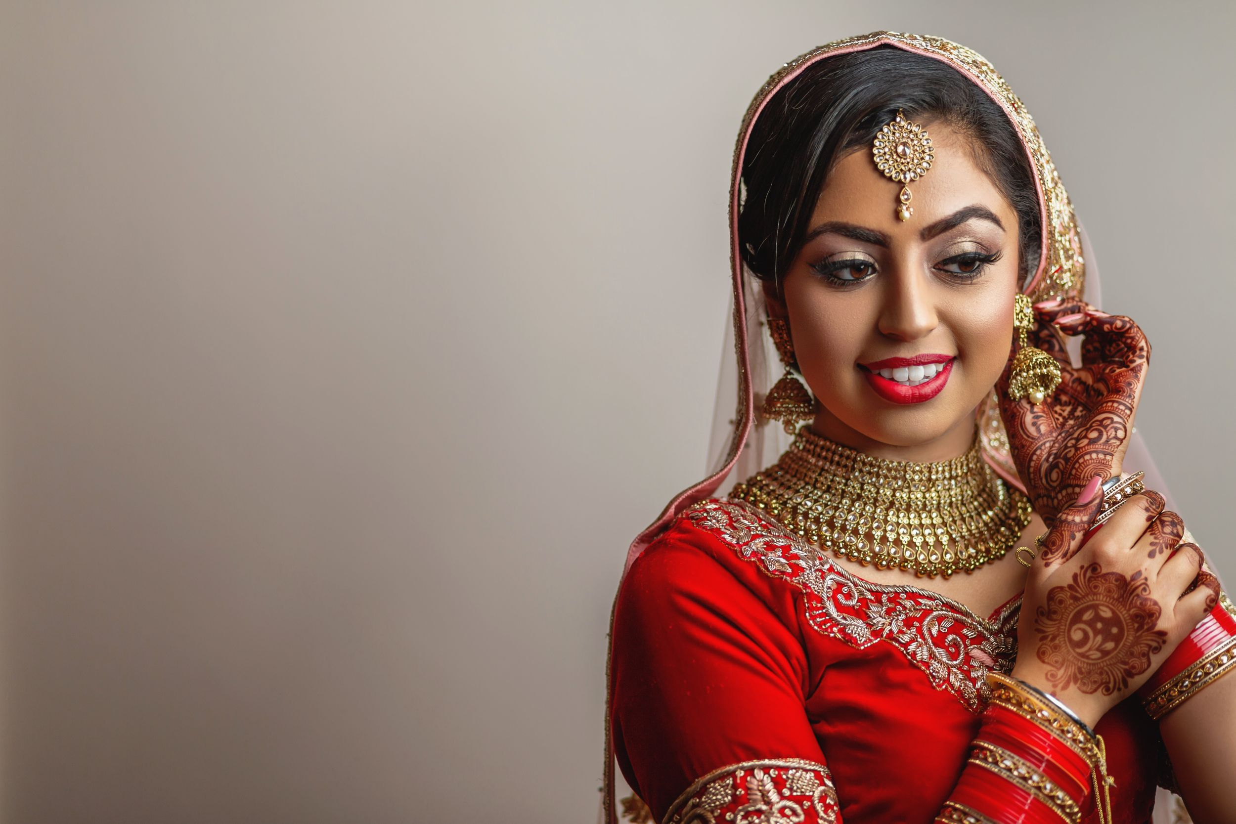 Alrewas Hayes Asian wedding photos. Birmingham Indian wedding photography. Indian bride and groom wedding portrait photo