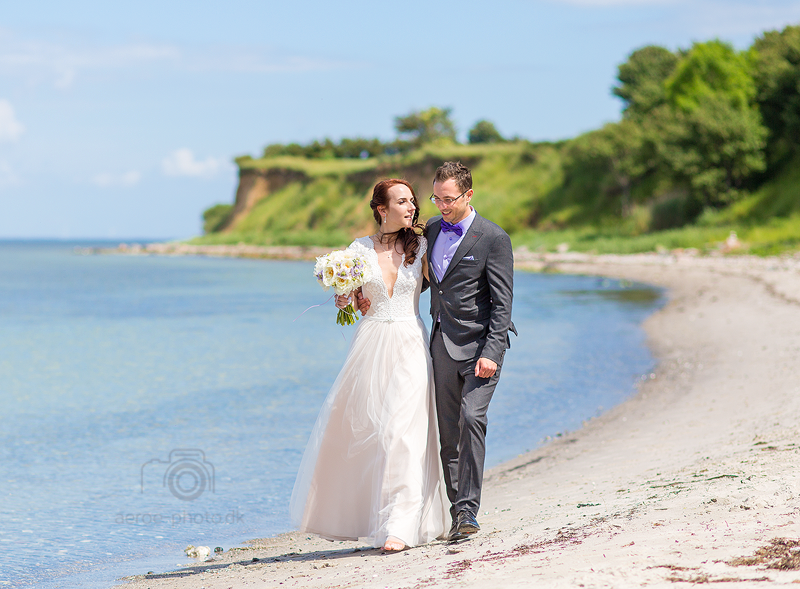 Wedding couple at the beach, Søby