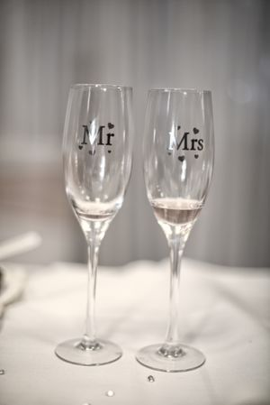 Mr and Mrs wedding Champaign glasses