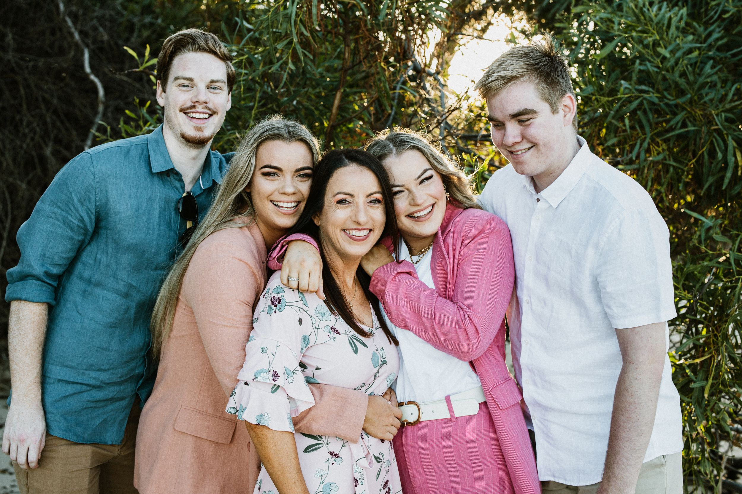 Extended Family Outdoors Natural Smiling Happy Relaxed Family Photographer Cronulla Manly Balmain Sydney Hannah