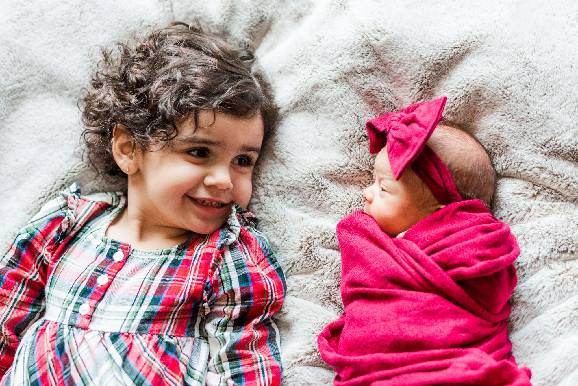 Newborn baby in pink wrap with big sister in Pittsburgh, Pennsylvania