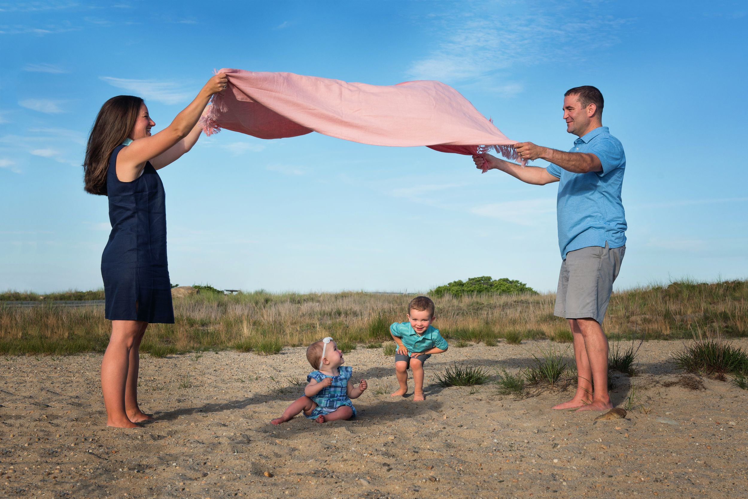 plymouth, ma | family beach portraits | heidi harting photography | Cute family playing with children