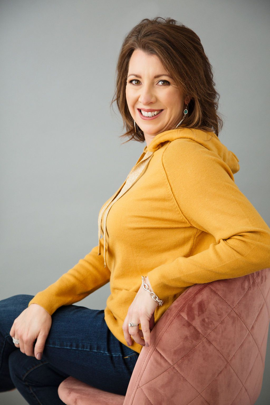 Houston Virtual Assistant Danna Hitchcock in a yellow sweater