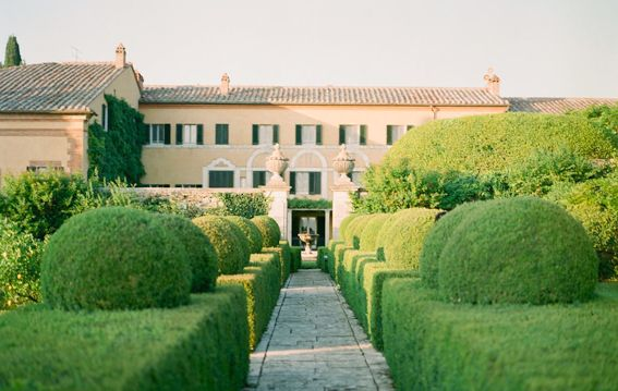 VILLA LA FOCE TUSCANY is on Faye Amare's wedding venue bucket list