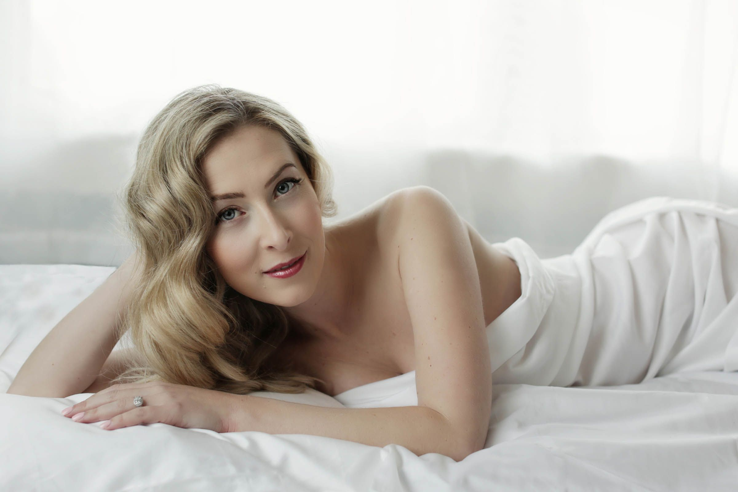Classic blonde glamour white sheet session