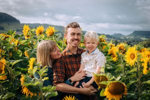 Zara Davis Photography Stroud Gloucestershire Cotswolds Family sunflowers mum dad and son