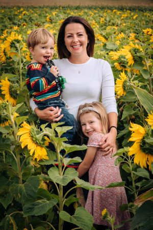 Zara Davis Photography Stroud Gloucestershire Cotswolds Family sunflowers mum and two kids