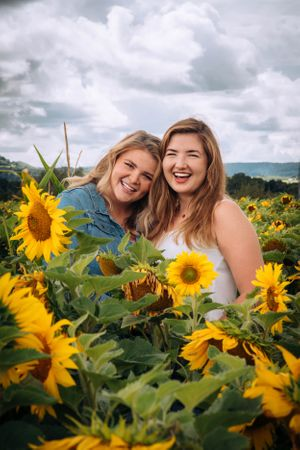 Zara Davis Photography Stroud Gloucestershire Cotswolds Family sunflowers girl and girlfriend