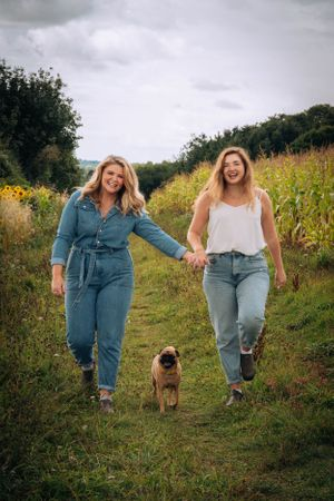 Zara Davis Photography Stroud Gloucestershire Cotswolds Family sunflowers girl girlfriend dog