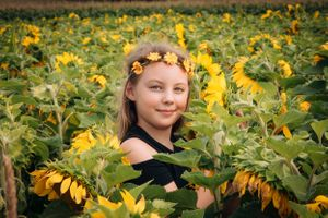 Zara Davis Photography Stroud Gloucestershire Cotswolds Family sunflowers flower child
