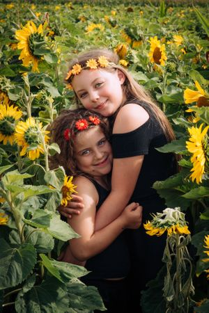 Zara Davis Photography Stroud Gloucestershire Cotswolds Family sunflowers flower sisters