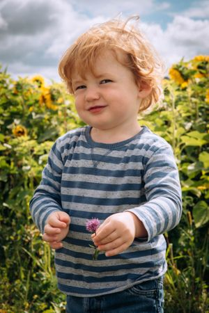 Zara Davis Photography Stroud Gloucestershire Cotswolds Family sunflowers toddler