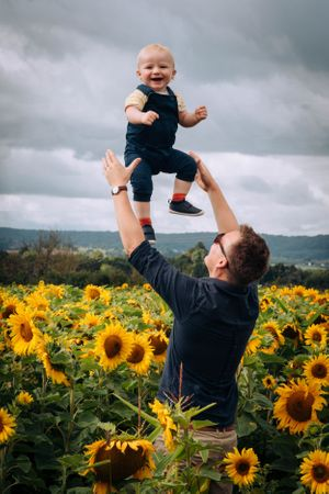 Zara Davis Photography Stroud Gloucestershire Cotswolds Family sunflowers baby in air dad