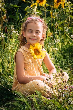 Zara Davis Photography Stroud Gloucestershire Cotswolds Family sunflowers girl and her flower